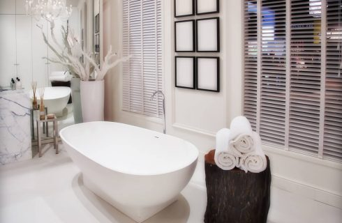 How to Achieve an Eclectic Decor for Your Urban-Chic Apartment Bathroom